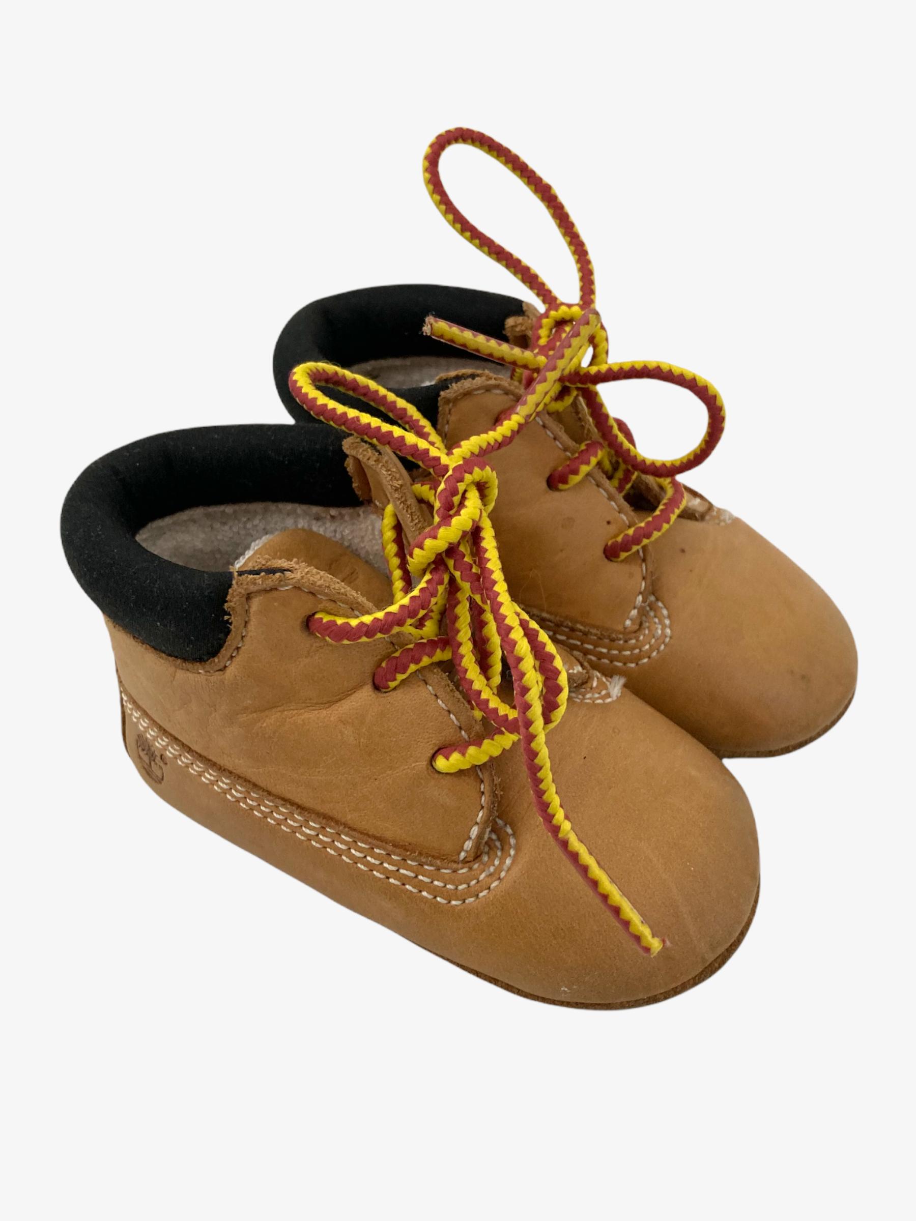 Timberland shoentjes • Tweedehands schoenen van merk Timberland in maat 17